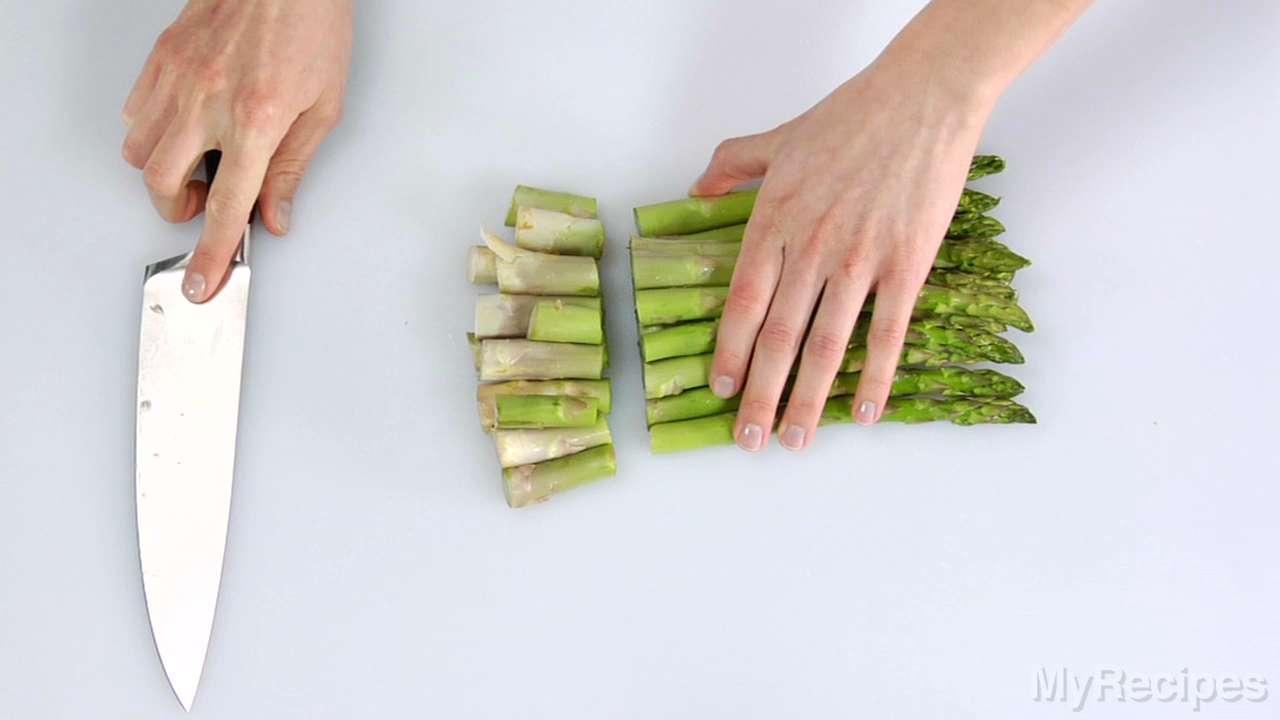 Asparagus and hard-boiled egg