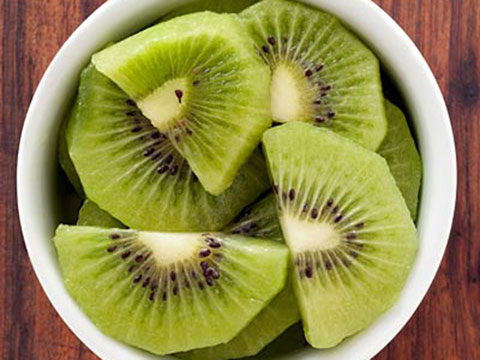 Peel a kiwi without squashing the fruit