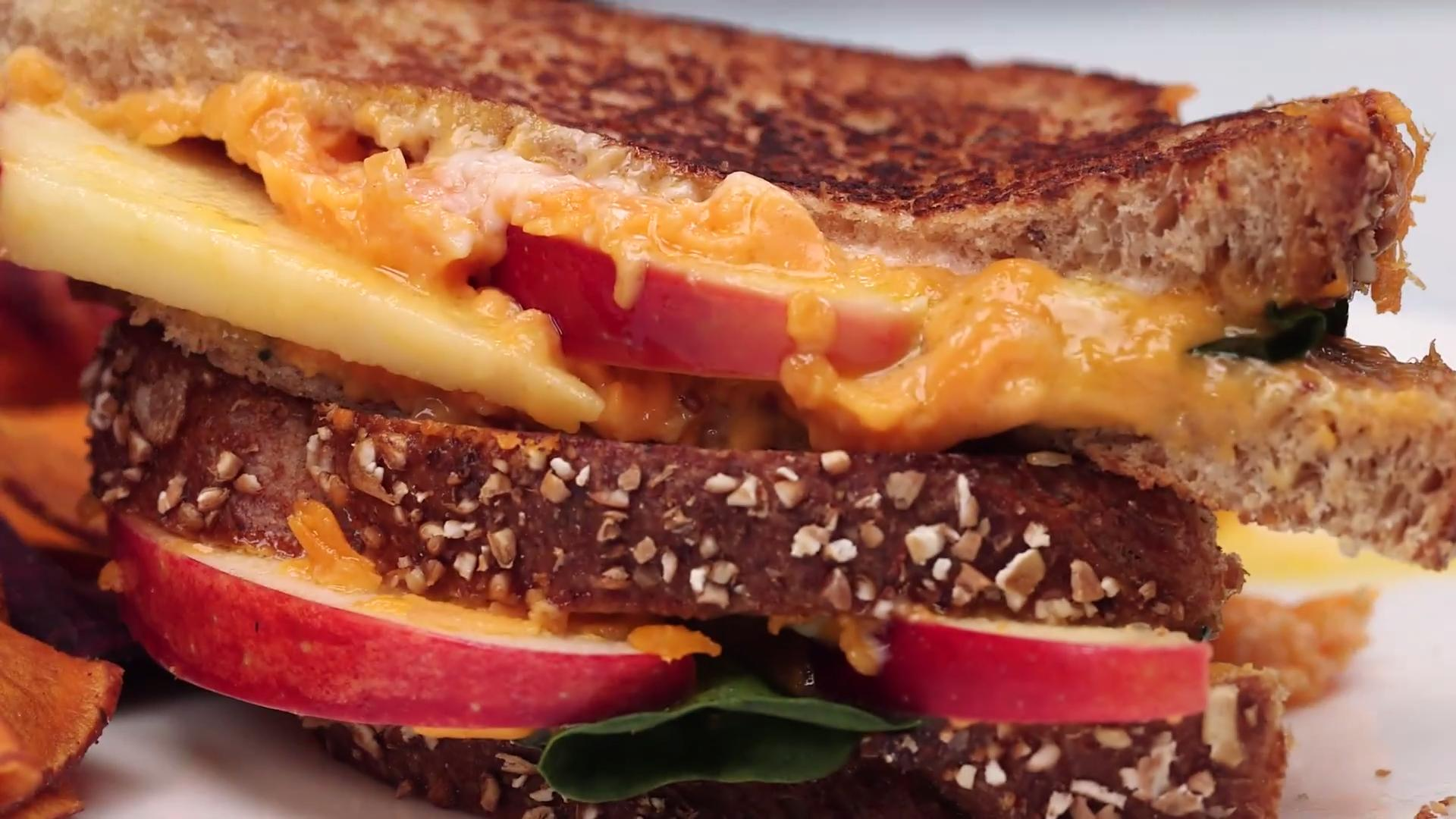 Grilled Cheese Sandwich With Apples