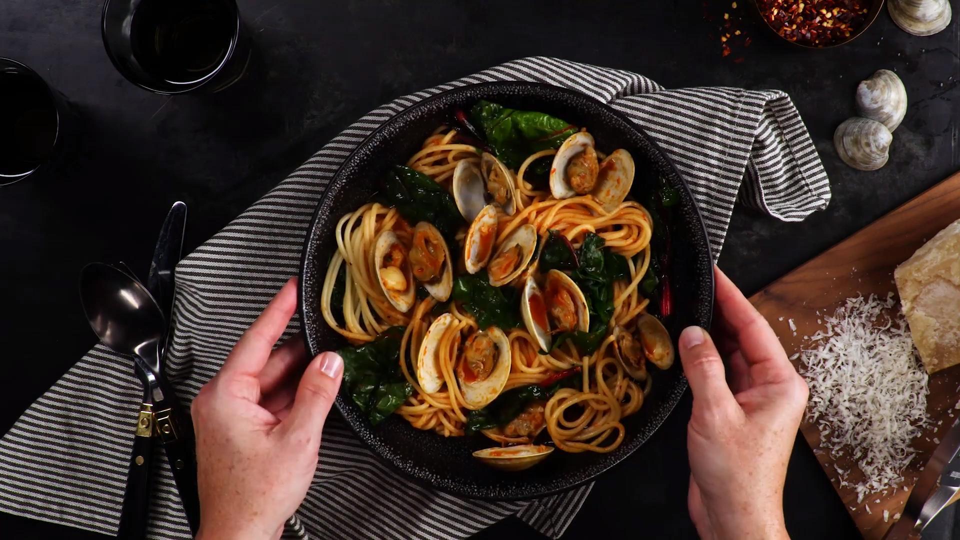 蛤蜊烩青菜意大利面