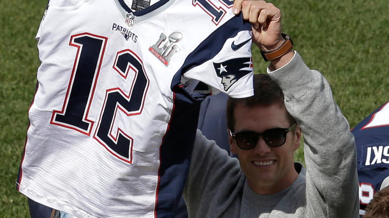 wholesale dealer 2b6c7 3bd1a Tom Brady Super Bowl jersey thief investigation | Longform ...