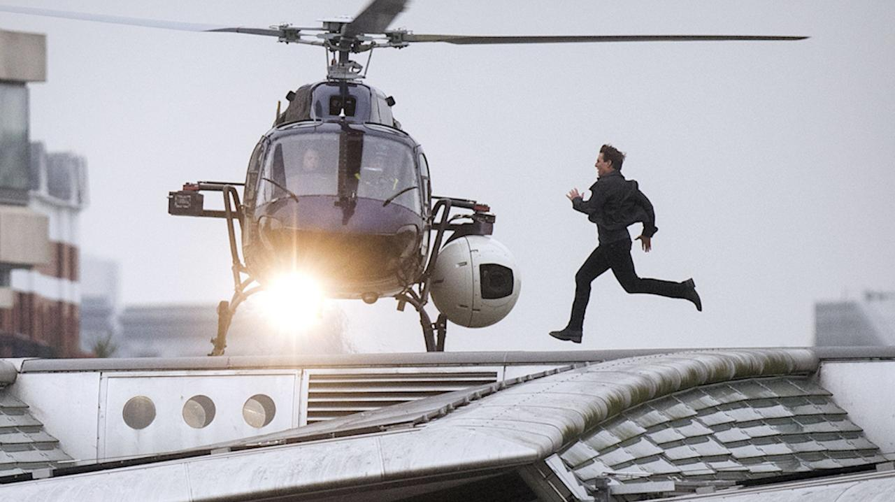 Tom Cruise Leaps From Plane At 25 000 Feet For Mission Impossible Stunt Ew Com