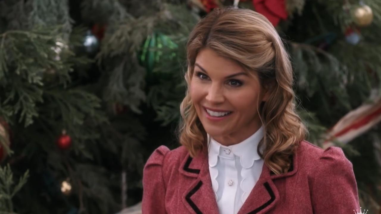 Hallmark Christmas movies: Candace Cameron Bure and Lacey Chabert ...