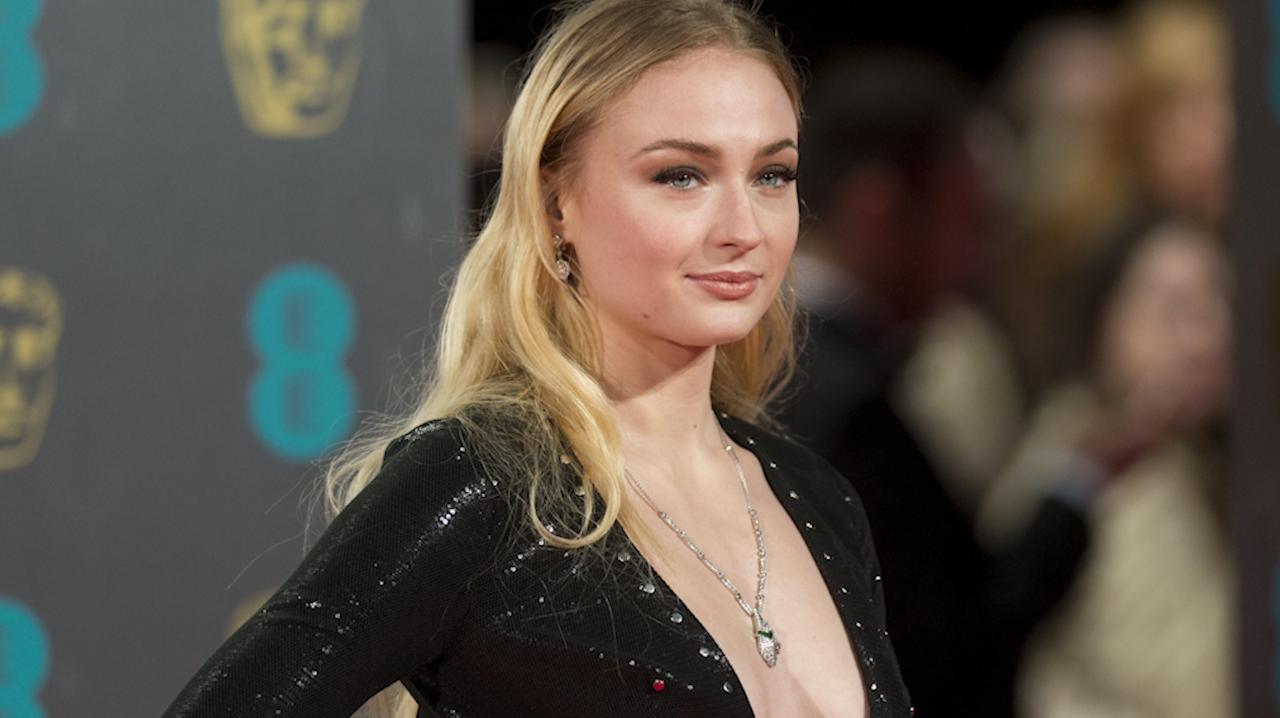 Game Of Thrones Sophie Turner Says Sansa Finally Gets Armor In