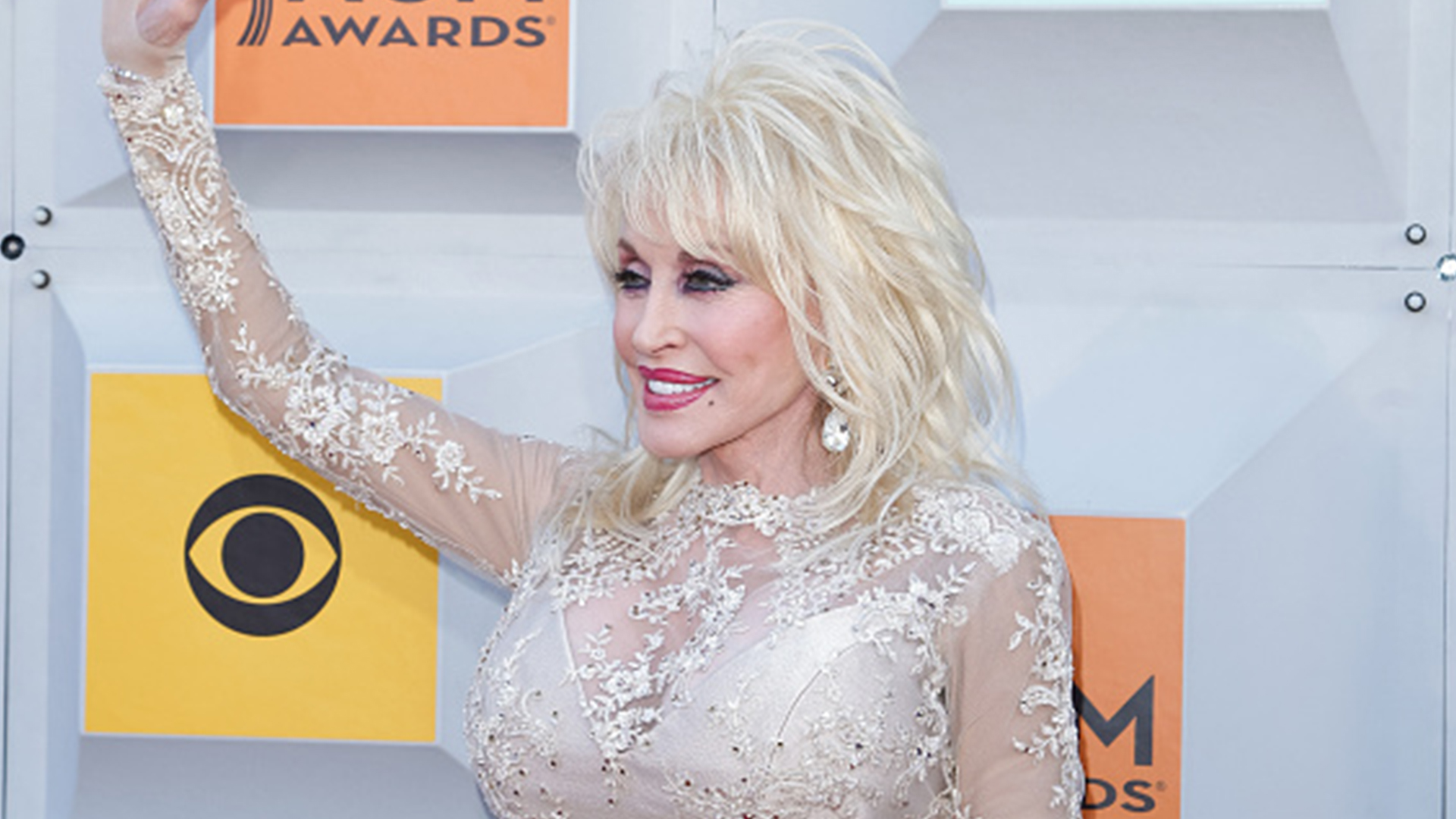 watch miley cyrus and dolly parton sing