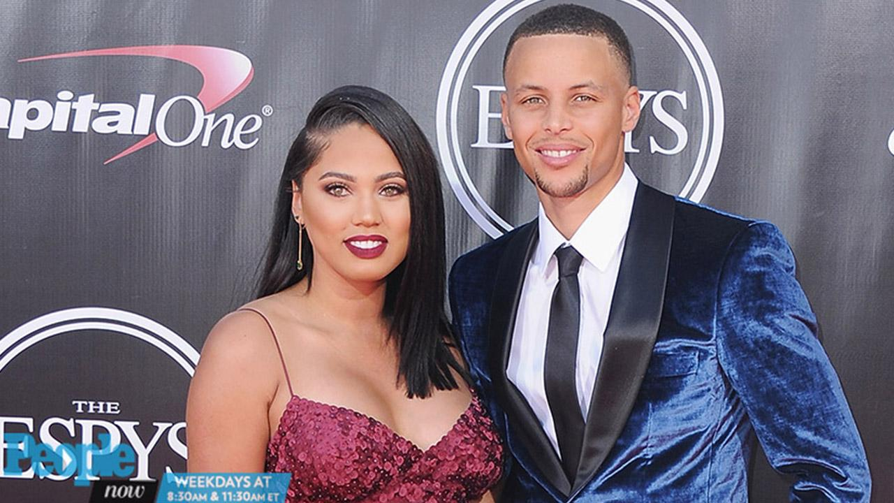 #CoupleGoals! Steph & Ayesha Curry Pull Off the Ultimate 'Mannequin  Challenge'