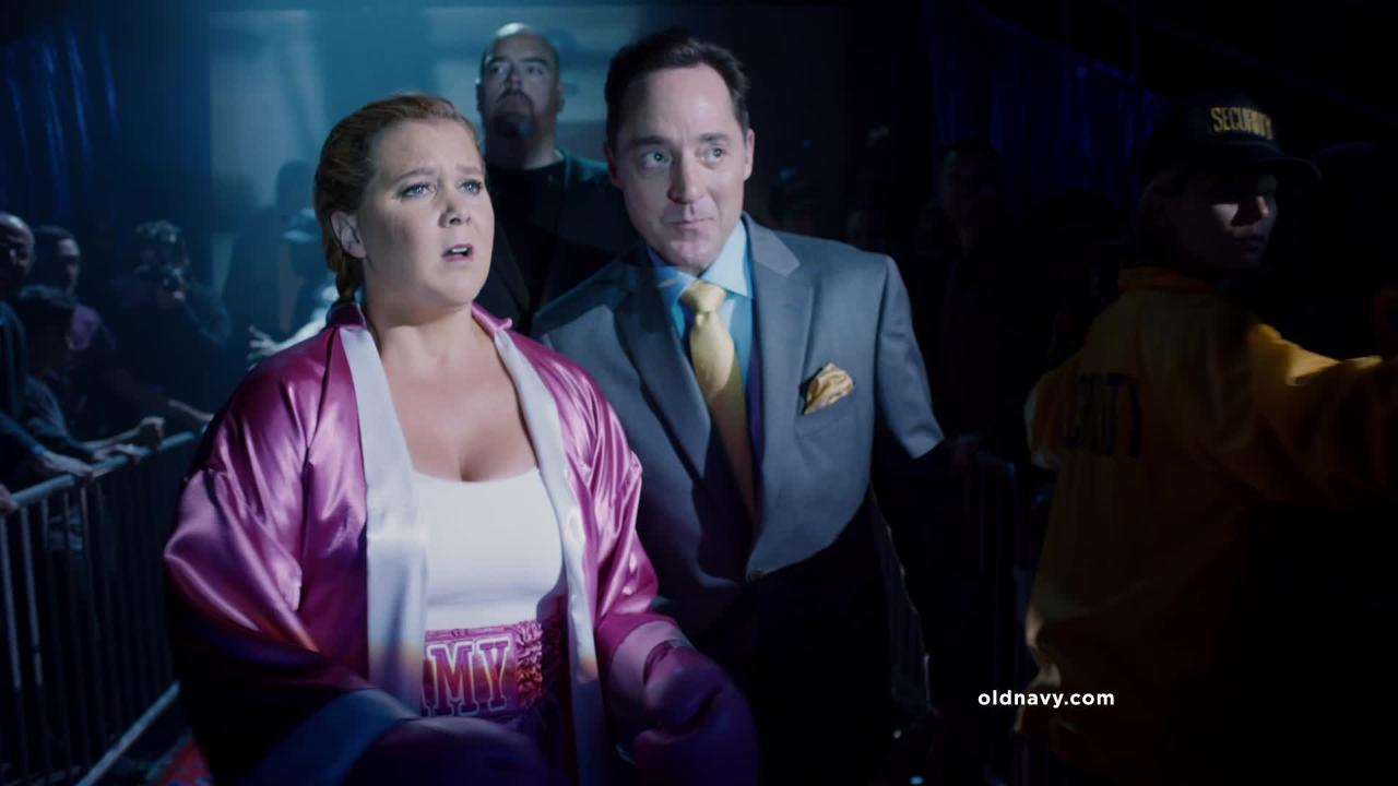 First Look: Amy Schumer\'s Black Friday Old Navy Commercial | PEOPLE.com