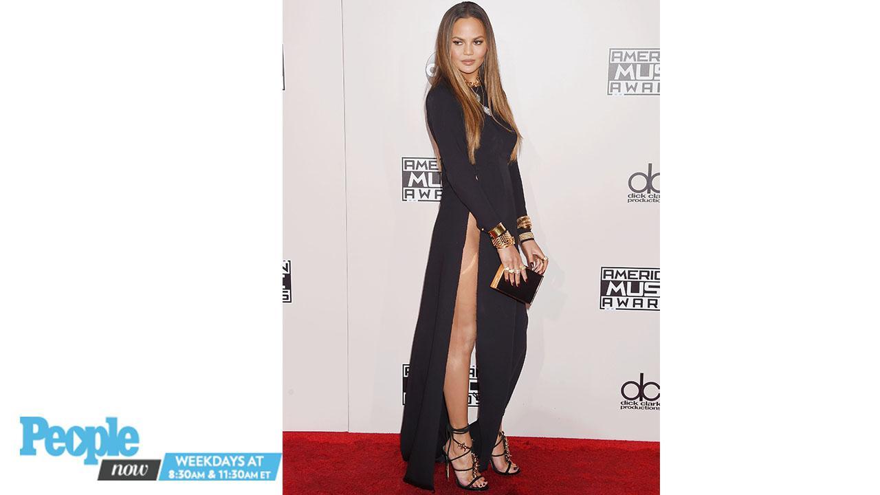 Amas 2016 Chrissy Teigen Flashes Camera In Revealing Dress People Com