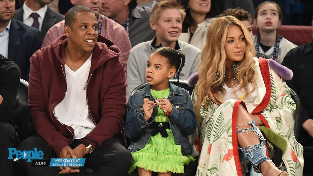 20d6773f9cb Pregnant Beyoncé at the NBA All-Star Game with Jay Z and Blue Ivy |  PEOPLE.com