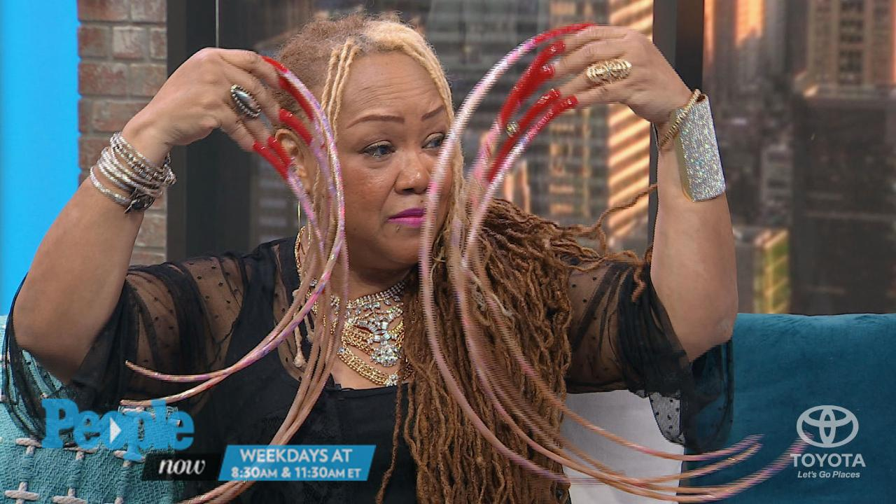 Ayanna Williams Holds Record for Longest Fingernails | PEOPLE.com