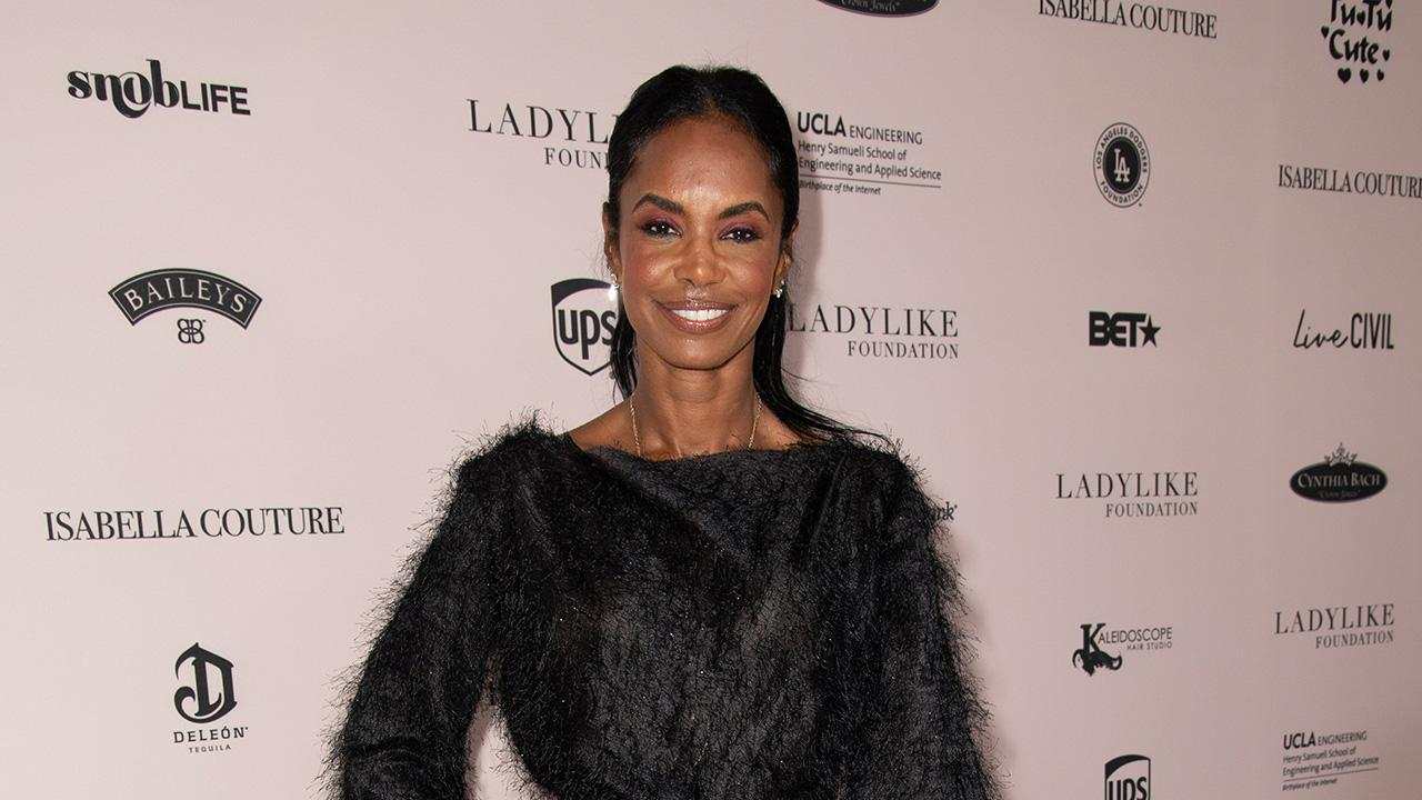 Kim Porter Dead at 47: Everything to Know About the Model, Mom of Four &  Sean 'Diddy' Combs' Ex