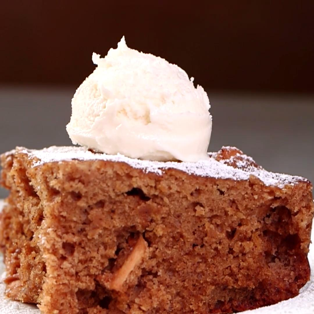 How To Make Slow-Cooker Apple Cake