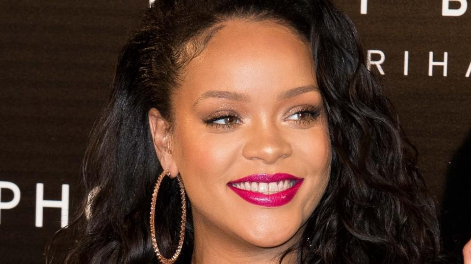 b07da00b9793 Every Time Rihanna Has Worn Fenty Beauty - HelloGiggles