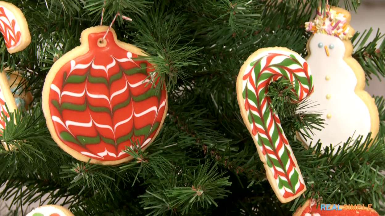 How To Decorate Candy Cane Cookies Video And Step By Step Instructions