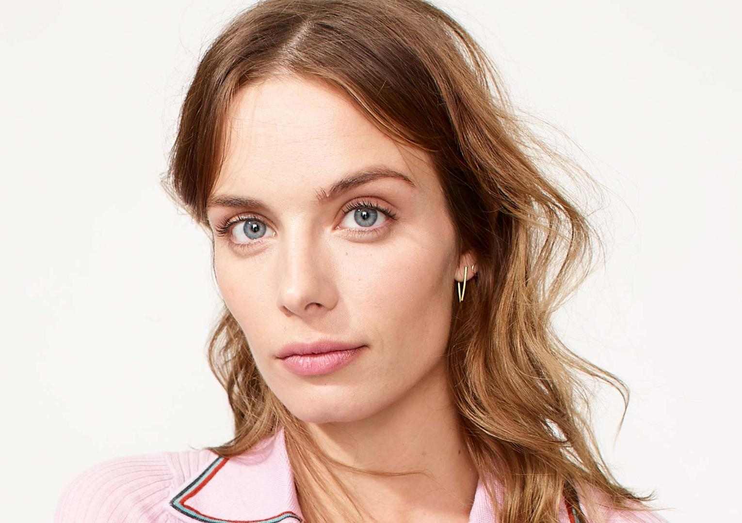 Eliminate Dark Under-Eye Circles with This Step-by-Step Tutorial on How to Apply Concealer