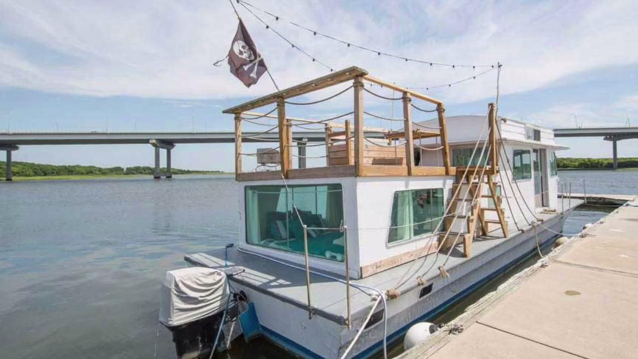 You Can Rent This Houseboat In Charleston South Carolina Coastal